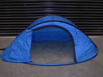 Pop up tent without fly